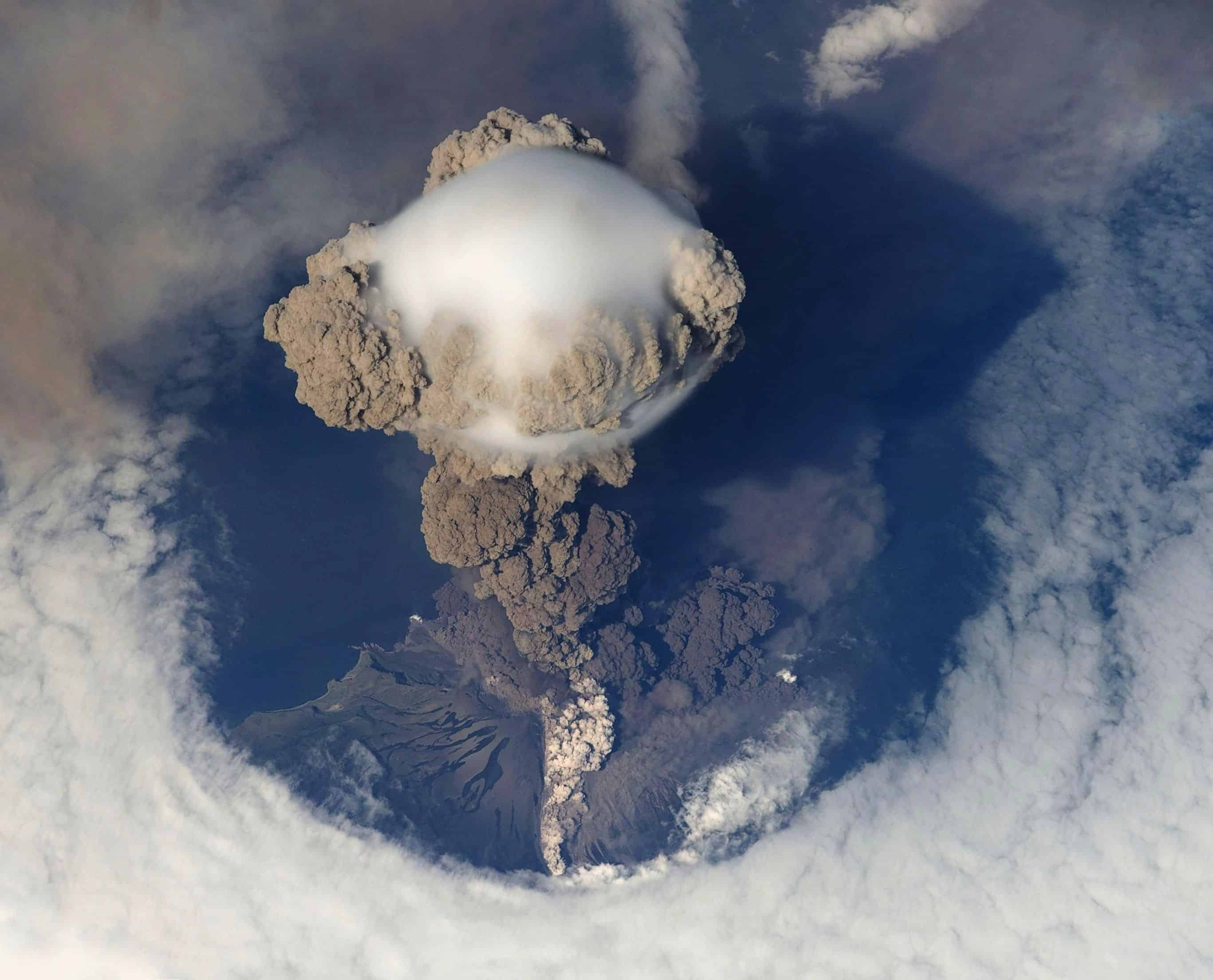 4 Tips On How To Survive A Volcano Eruption